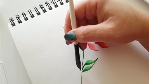 Zöld levelek festése akvarellekkel közelről