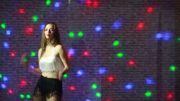 szép szexi lány táncolni menni