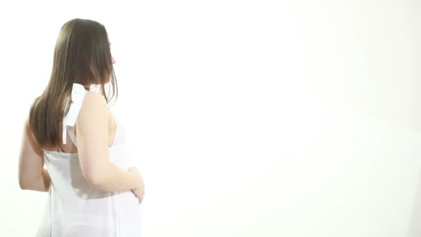szelíd terhes asszony hasát simogatta