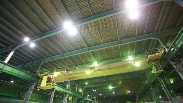 vnitřní továrních budov