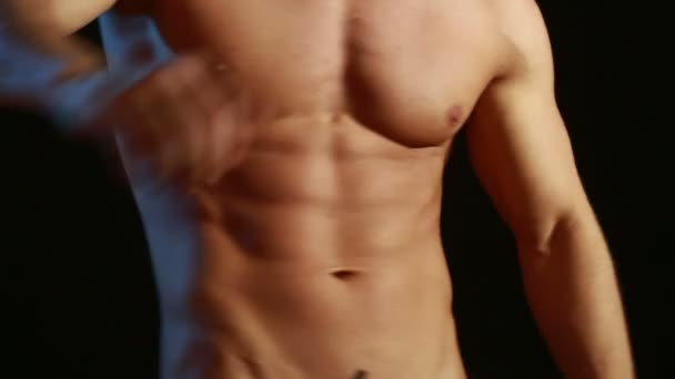 svalová a sexy torzo mladého muže