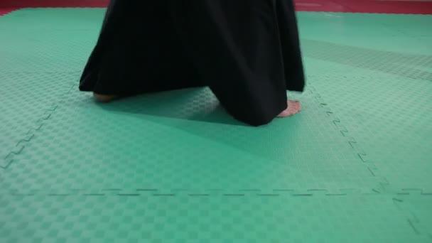 sportolók bizonyító harcművészeti technikák kimonó. martial arts