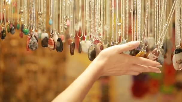 Semifinále drahé šperky kameny korálky v obchodě prodej