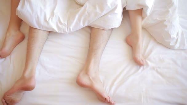 Мужские ноги в секс видео