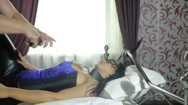 Видео секс с маской