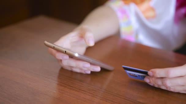 nő a beszerzést a smartphone és a bankkártya használata.