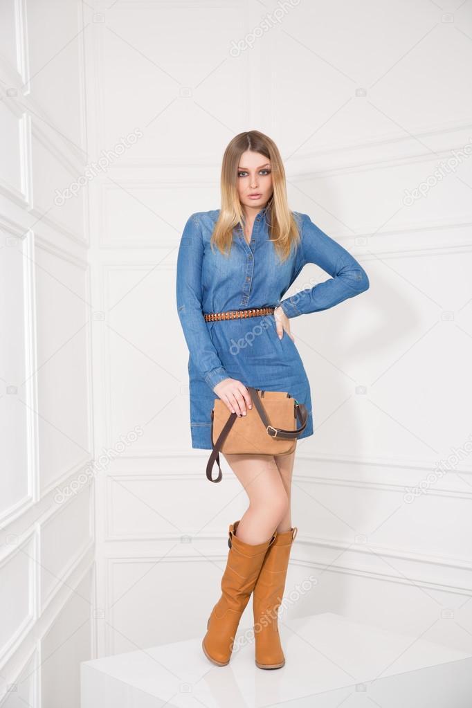 Chica En Vestido De Jeans Foto De Stock Kopitin 52024897