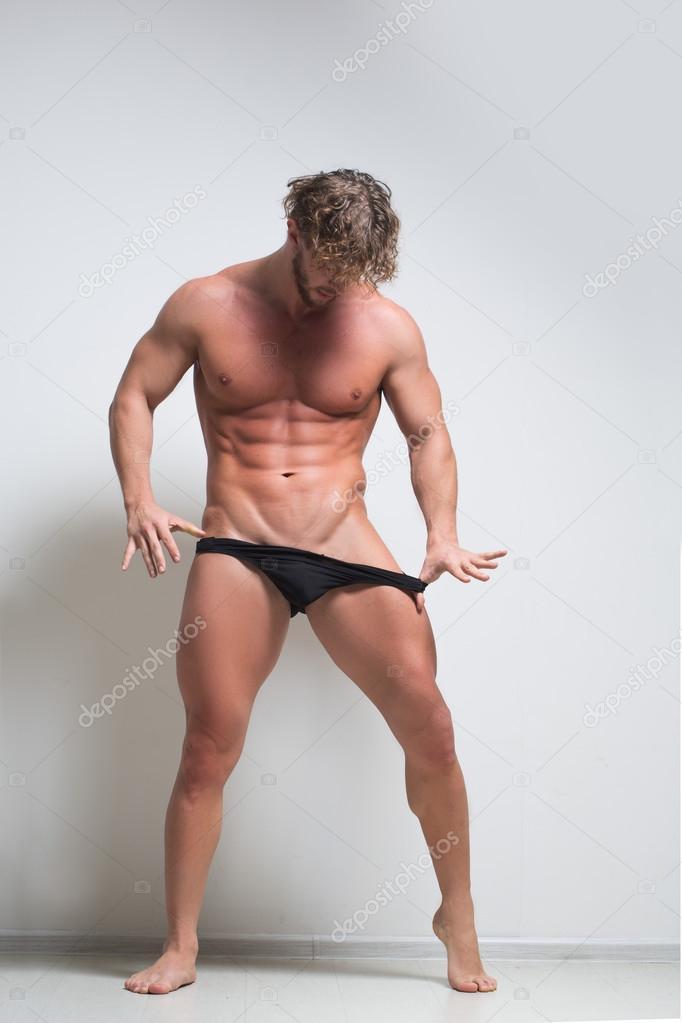 fabb64fdd3 Sexy modelo masculino muy musculoso en ropa interior — Foto de stock ...