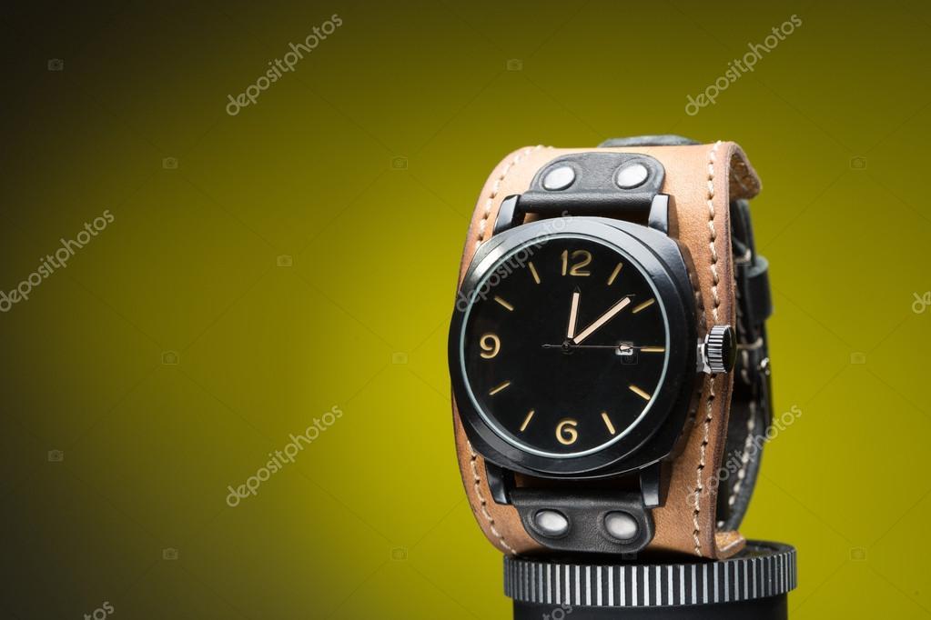 especial para zapato gran inventario disfruta el precio de liquidación Relojes con pulsera de cuero ancha — Foto de stock © kopitin ...