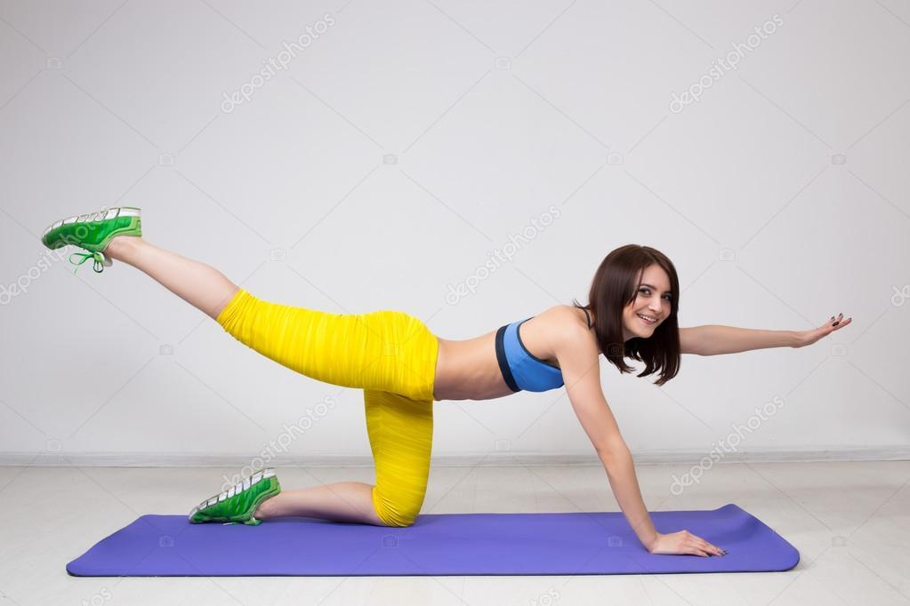 Führen Sie Sportliche Mädchen Glücklich Cutie übung Für Bauch
