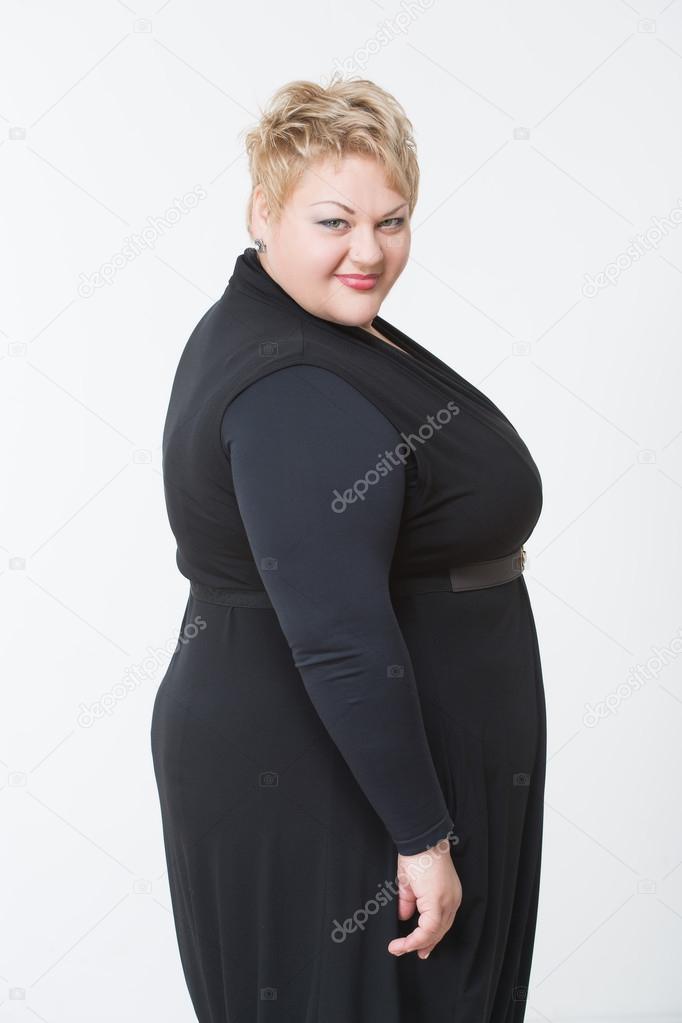 ᐈ Gorda Con Vestido Fotos De Stock Imágenes Sonriente A Mujer Gorda En Vestido Negro Descargar En Depositphotos