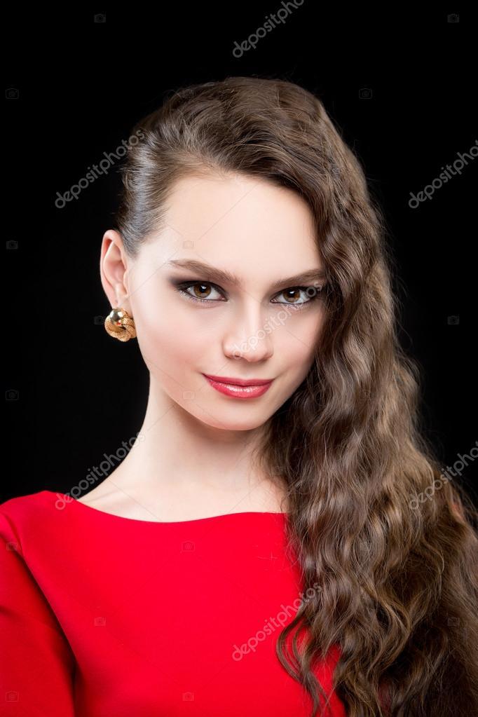 Maquillaje para vestido rojo con negro de noche