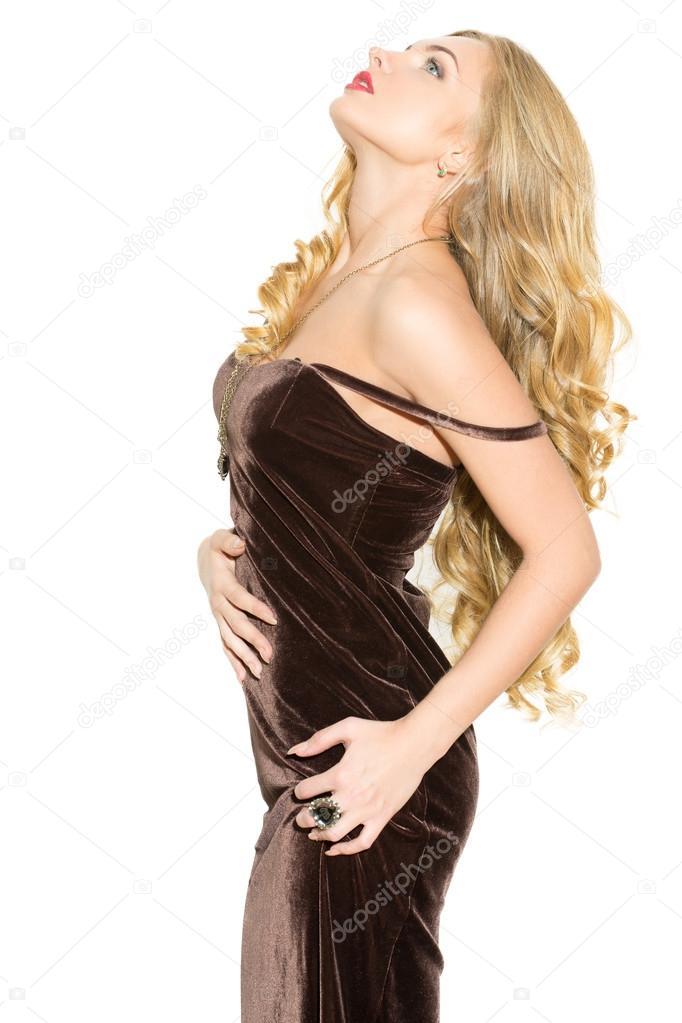 a25ae6d3429b Isolato su priorità bassa bianca– immagine stock. Sexy bionda riccia alla  moda con trucco luminoso. Ragazza di eccitazione sessuale in un abito