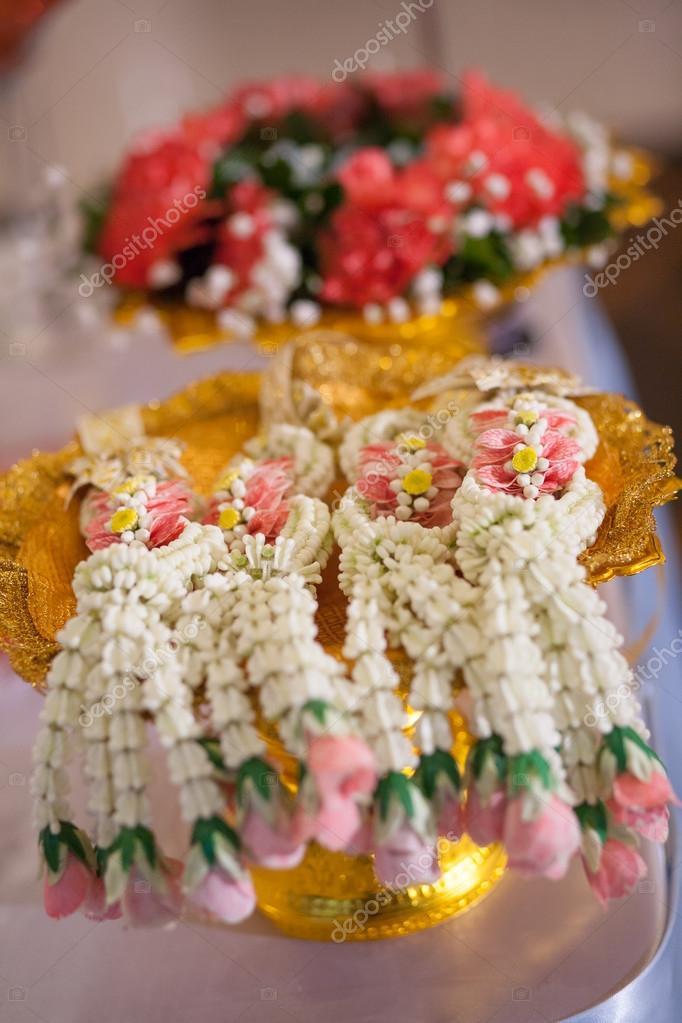 Thai Girlande Fur Thai Hochzeitszeremonie Setzen Auf Gold Tablett