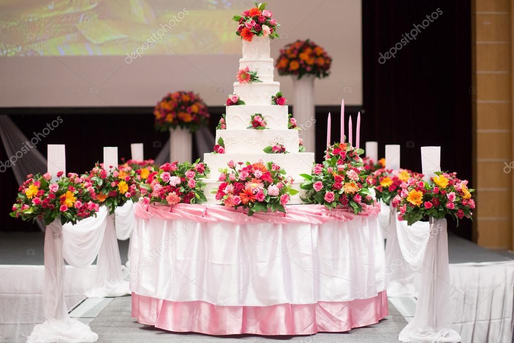 Schone Kuchen Dekorieren Mit Rosa Rose Blumen Und Kerzen Fur