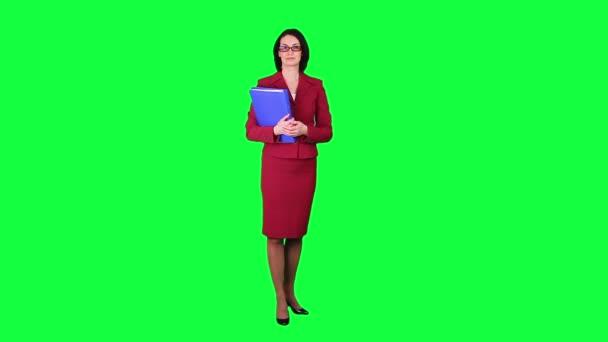 Podnikání žena ukazuje někam chroma klíč