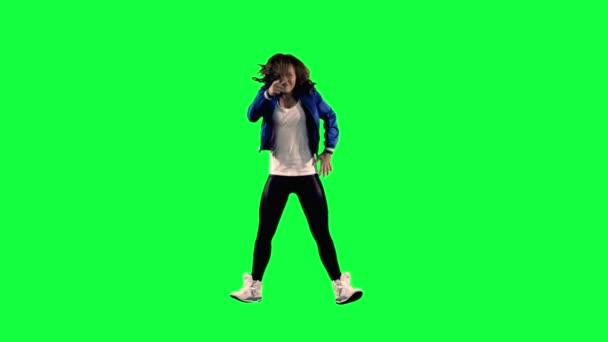 Tänzer vor grünem Hintergrund