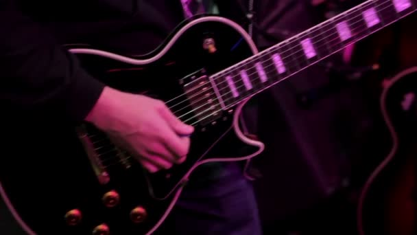 Detailní ladění kytary