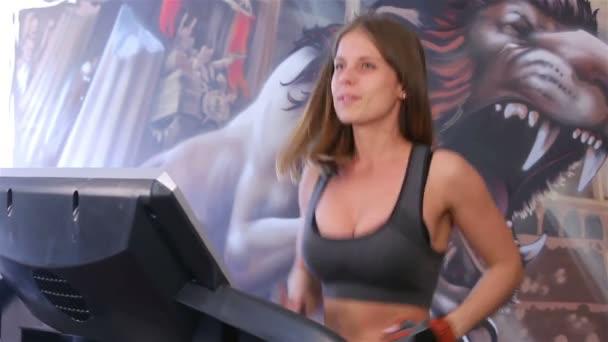 Bodyfitness-Training. Auf Laufband