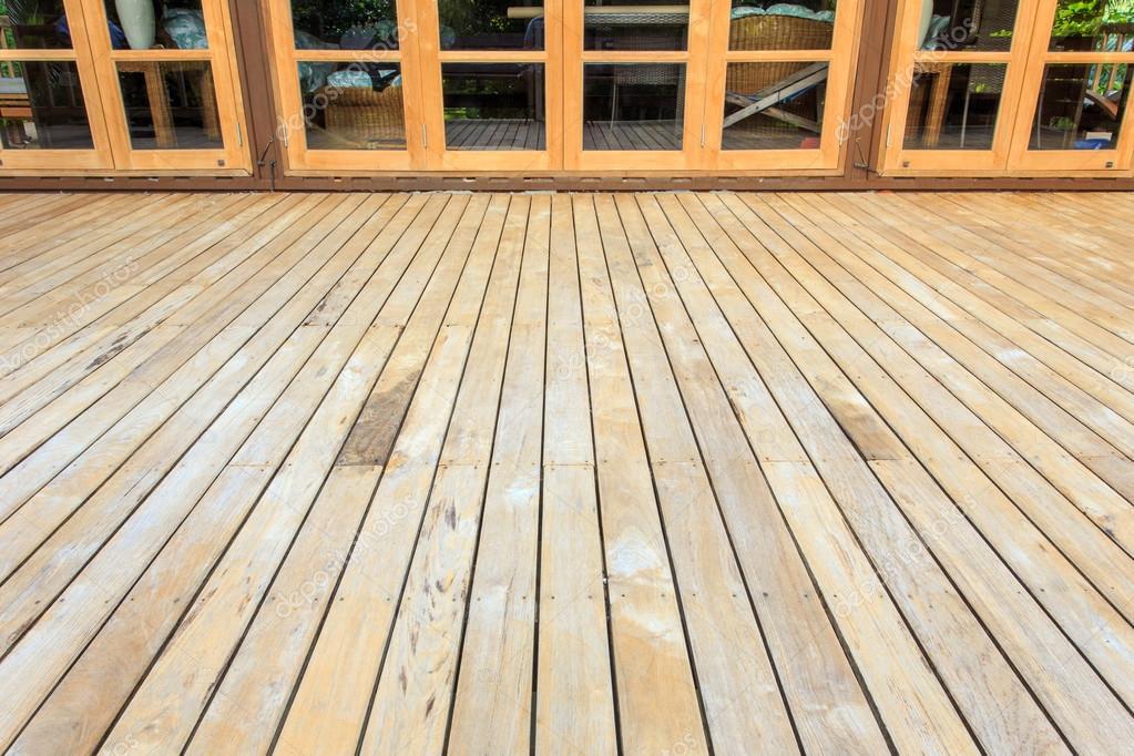 Holzerne Belag Auf Terrasse Stockfoto C Phanuwatnandee 59432291