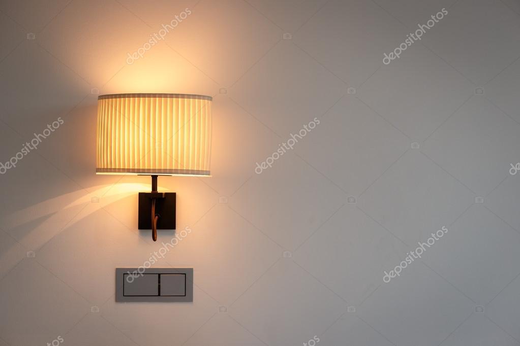 Muur lamp in slaapkamer — Stockfoto © PhanuwatNandee #62039391