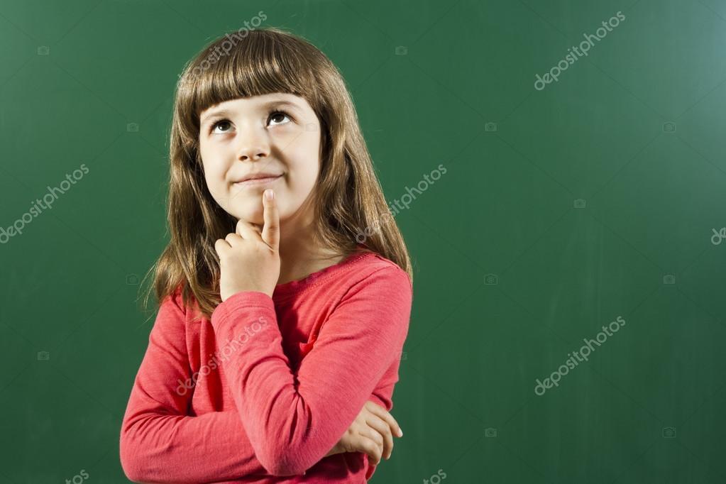 Klein meisje denken u stockfoto inesbazdar