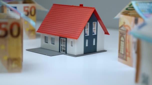 Vermietung Geschäftskonzept, Zusammenarbeit mit Maklern auf dem Markt der Bauindustrie. Haus-Attrappen-Projekt für Kunden, Geldanlagen beim Immobilienkauf. Immobilienhypothek