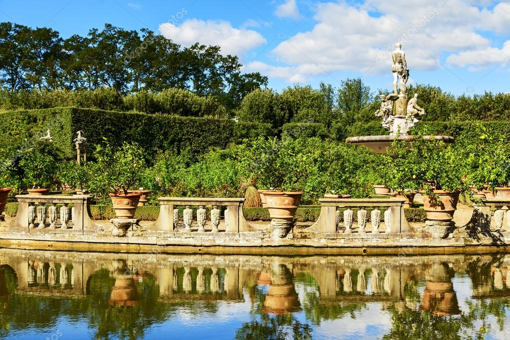 Ver jardines de boboli fotos de stock lorenzobovi for Ver jardines
