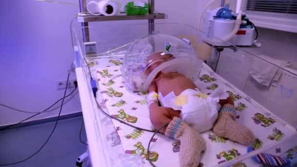 Dítě v inkubátoru. Novorozeneckého lékařství