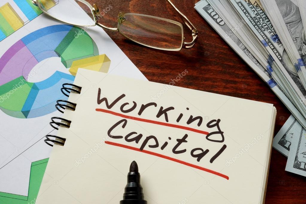 Das Working Capital geschrieben am Notebook mit Diagrammen ...