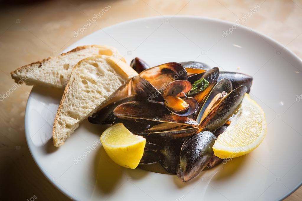 mussels whith sauce of fresh tomatoes