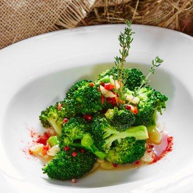 boiled broccoli in white bowl