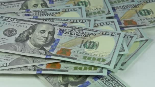 Klesající sto dolar