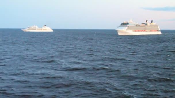 Dva výletní lodě v Baltském moři