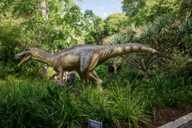 Baryonyx in tall grass display model in Perth Zoo