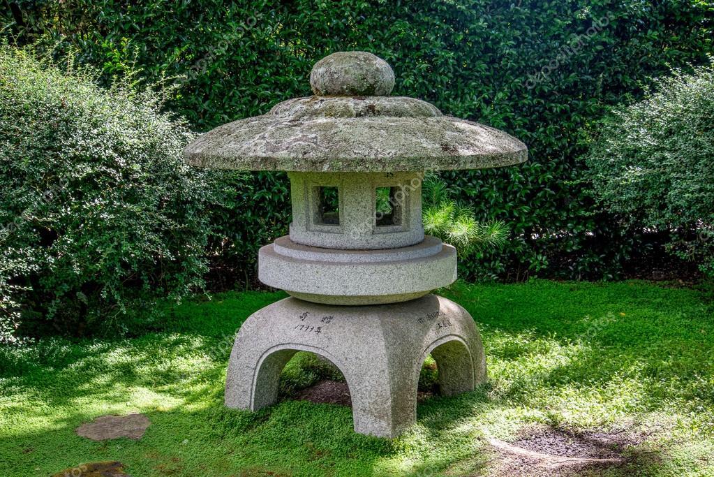Scenic stone made arbour in Japanese Garden, Hamilton Botanical ...
