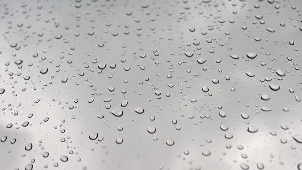 8K 7680X4320.Wassertropfen auf nasse Fensterglasoberfläche. Transparente Regentropfen auf Glasscheiben. Wird anständig mischen, wenn Mischmodus Luminosity.Aqua romantischen Tropf emotionalen Klecks Flüssigkeit Slide Slip Wetter feucht
