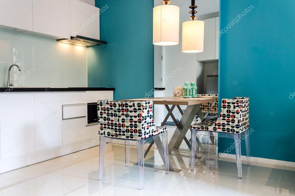 Keuken Modern Kleine : Moderne kleine keuken interieur u stockfoto moccabunny
