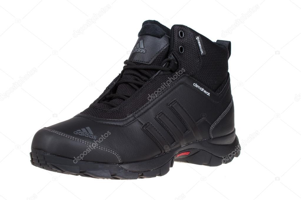 65d27121531e Várna, Bulgária - November 7-én 2014: Adidas téli cipő. Elszigetelt fehér