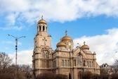 Várna, Bulgária. a bizánci stílusú katedrális látképe
