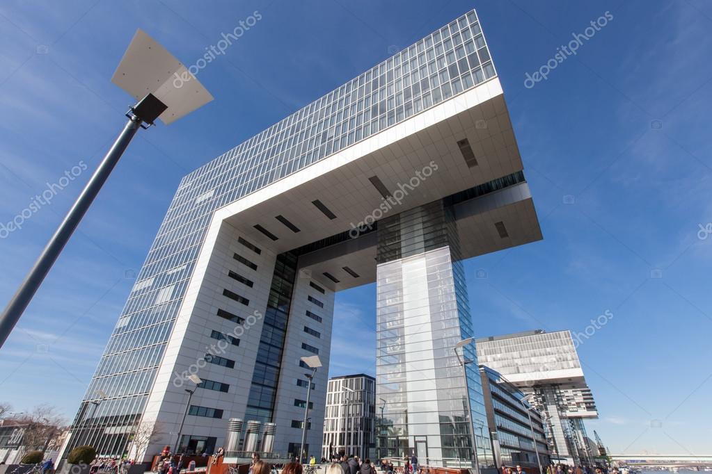 Colonia germania 8 marzo 2015 gru futuristico case for Case futuristiche