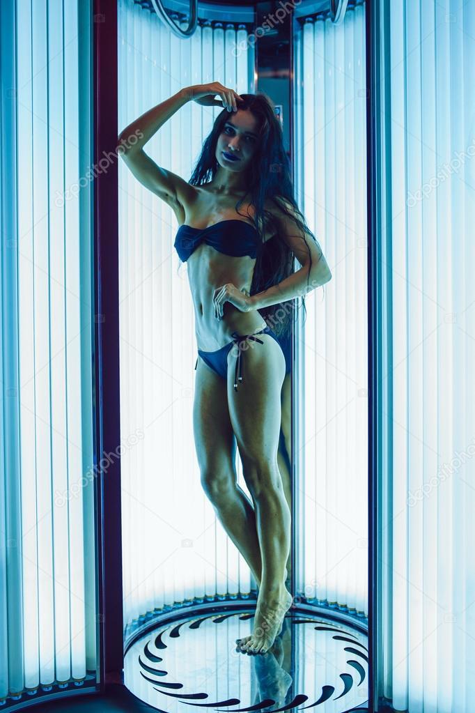 Самых фотка девушка в солярии колхозе порно