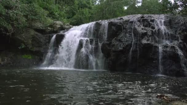 video z Haew Sai Fai vodopádů v