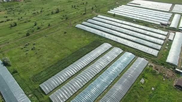 Letecké záběry skleníků na straně země