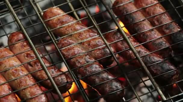grillezés a barbecue grill kolbász