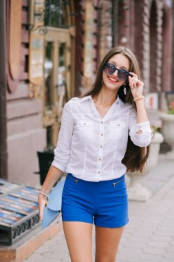 Beautiful fashion woman in the city