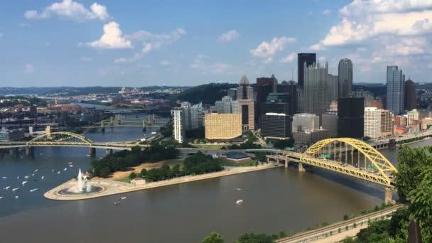 Vista guardando giù allorizzonte di Pittsburgh