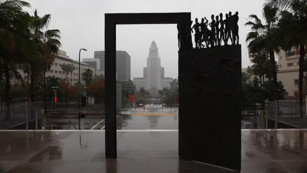 los angeles Rathaus eingerahmt in die Skulptur, die Tanztür