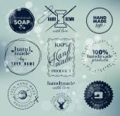 Ručně vyrobené štítky, odznaky a designové prvky ve stylu retro