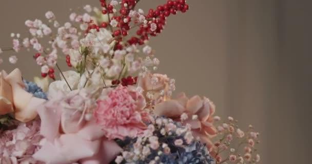 makró lövés egy kis finom csokor virág rózsaszín